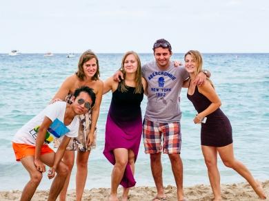 พักผ่อนริมชายหาดอิตาลีหลังนำเสนองานวิจัย.jpg