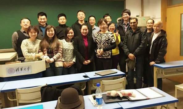 12_ในห้องเรียนกับเพื่อนปริญญาเอกและอาจารย์.jpg