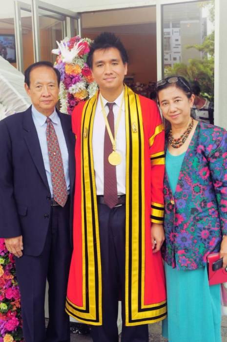 2-พ่อกับแม่.jpg